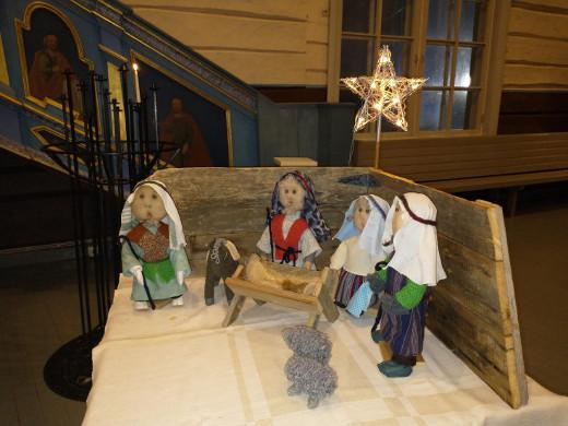Lemin kirkossa viime jouluna käyttöön otettu uusi seimiasetelma joutuu tänä vuonna tervehtimään tyhjää kirkkosalia.